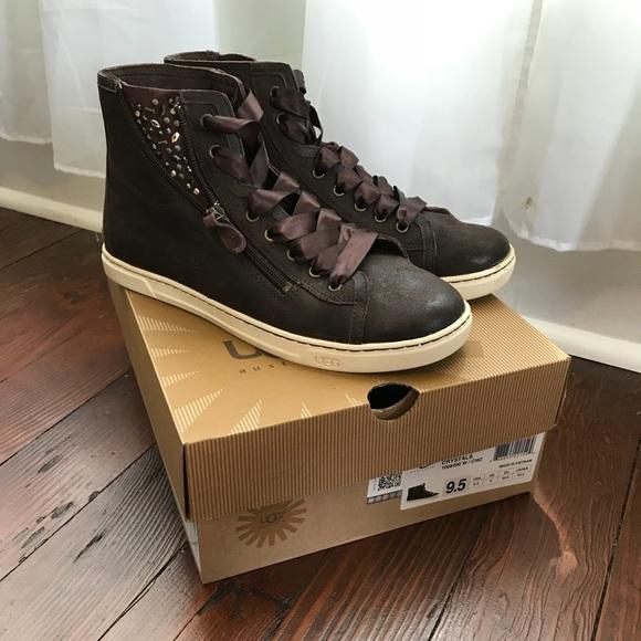 6ddc9d1b7dd UGG Women's Blaney Leather Sneaker